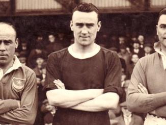 Sep Smith sous le maillot de Leicester (dans l'axe) avec deux de ses frères, alors à Portsmouth