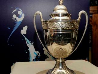 Le trophée tant convoité de la CoLe trophée tant convoité de la Coupe de Franceupe de France