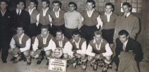 Les onze Rémois, quelques instants avant le coup d'envoi de la finale de la Coupe des Clubs Champions en 1956
