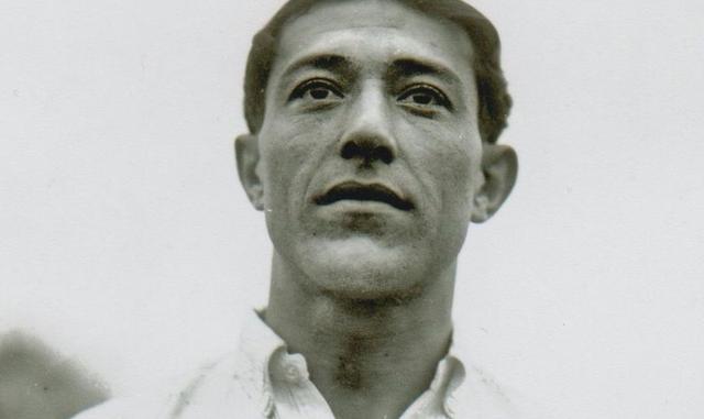 Une des rares photographies où Angel Romano est en gros plan, ici avec le maillot du CD Nacional de Montevideo
