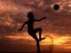 Le football sous la chaleur de l'été