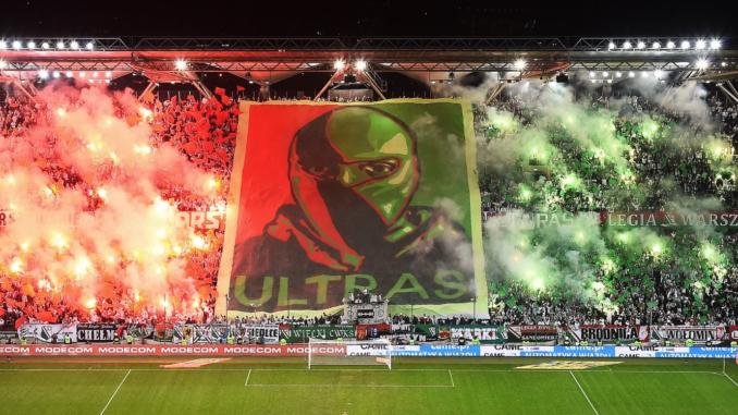 Les supporters polonais sont bien plus libres que leurs homologues français (Crédits : Legia Warszawa)