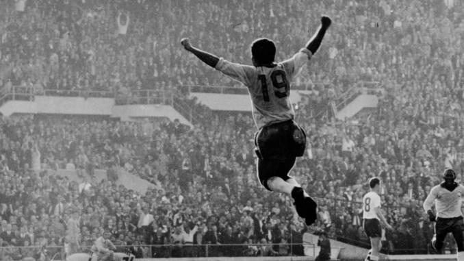 Vava après son but en finale du mondial 1962