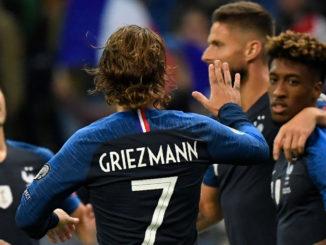 Malgré l'ouverture du score d'Olivier Giroud, la Turquie reporte la qualification des Bleus. (Crédit : Lionel Bonaventure/AFP)