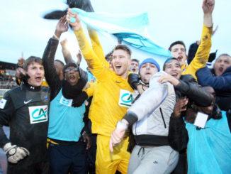 Epinal célèbre sa victoire face à l'OL en 2013. (Crédits : Vosges Matin, Eric Thiébaut)