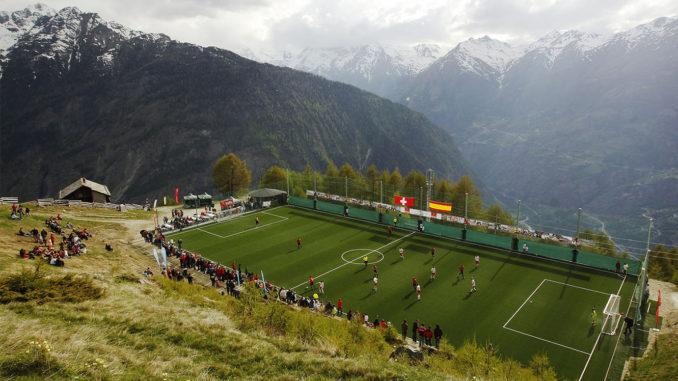 Terrain plus petit, 8 contre 8, le stade le plus haut du monde pourrait-il inspirer de nouvelles normes ? (Crédits : Michael Buholzer / Reuters)
