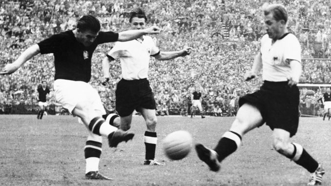 Puskás face à la RFA au mondial 1954 (crédits : S&G/PA Images via Getty Images)