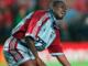 Samuel Kuffour frappe du poing le sol après la défaite du Bayern en finale de la Ligue des Champions