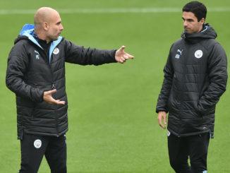 Il n'y a pas si longtemps, Pep Guardiola donnait encore des conseils à Mikel Arteta. (Crédits: Getty)