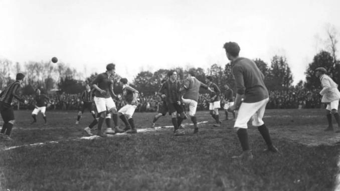 Il n'existe aucune photo de l'International AC. Ici, une rencontre du Championnat de France USFSA, pionnier du football en France
