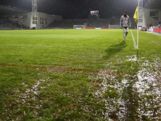 Le football sous la pluie